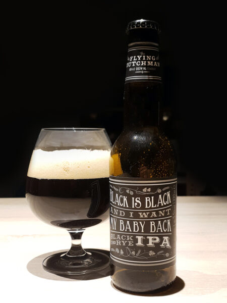Vi smager på Black is Black øl. En IPA Stout